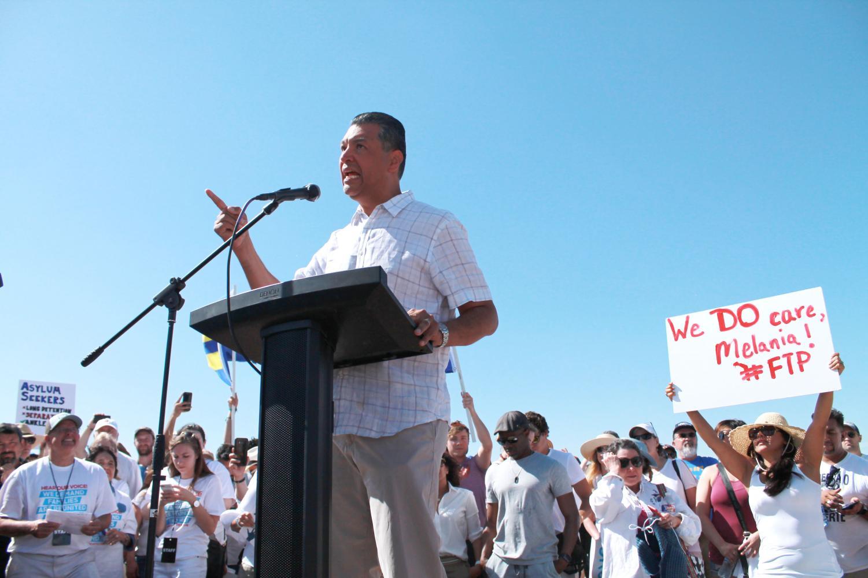 Immigration+Rallies+Gain+Momentum+Despite+Executive+Order