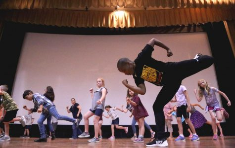 Ben Lipitz (Pumbaa) and Shacura Wade(Ensemble) taught the kids how to dance a sequence inspired by the Lion Kings' musical number,