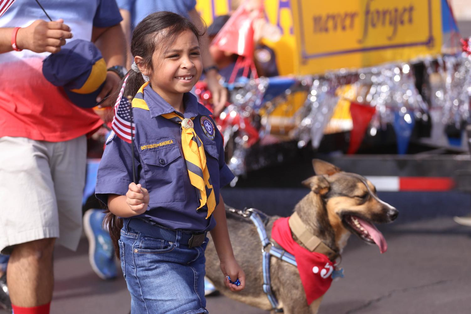 The+community+lines+up+along+the+sidewalk+in+Eastside+El+Paso+for+the+38th+annual+People%27s+Parade+on+Wednesday%2C+July+4th.
