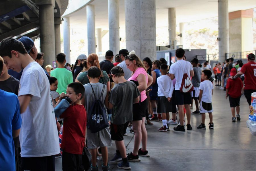Hundreds+of+kids+wait+for++the+Jones+Brother%27s+to+start+the+camp.+
