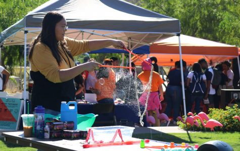 Creative writing major Cheyanne Lozano makes a huge bubble at the Miner Welcome.