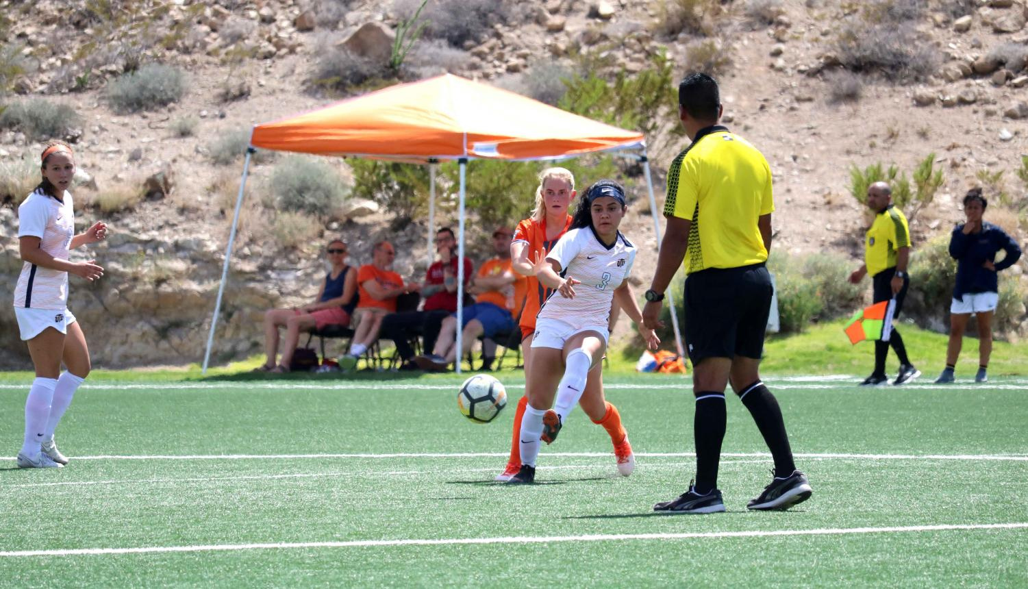 Sophomore+Jackie+Soto+forwards+the+ball%2C+the+final+score+was+2-3+against+UTRGV.