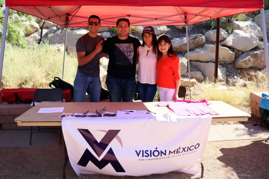 (From left to right) Horacio Estavillo, Enrique Romero, Sandra Navarrete and Adriana Chavez de la Rosa table at the first day of Miner Welcome with their organization Visión Mexico.