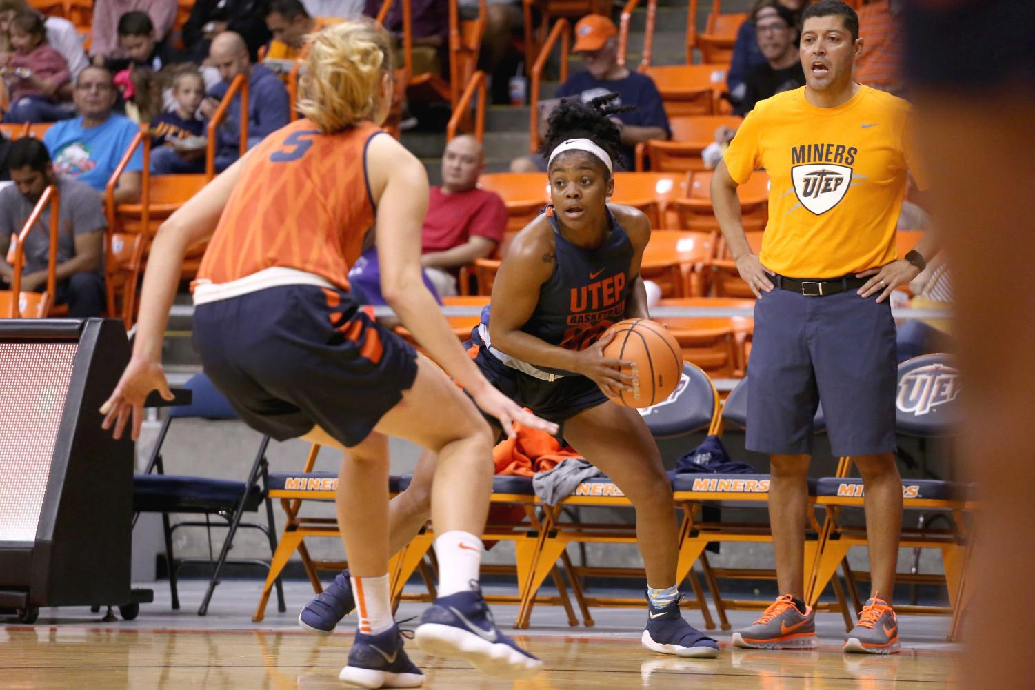Sophomore+pointguard+Jordan+Jenkins+looks+to+make+a+pass+around+junior+forward+Zuzanna+Puc++during+the+basketball+pre+season+showcase+at+the+Don+Haskins+Center+on+Wednesday%2C+Oct.+10.+