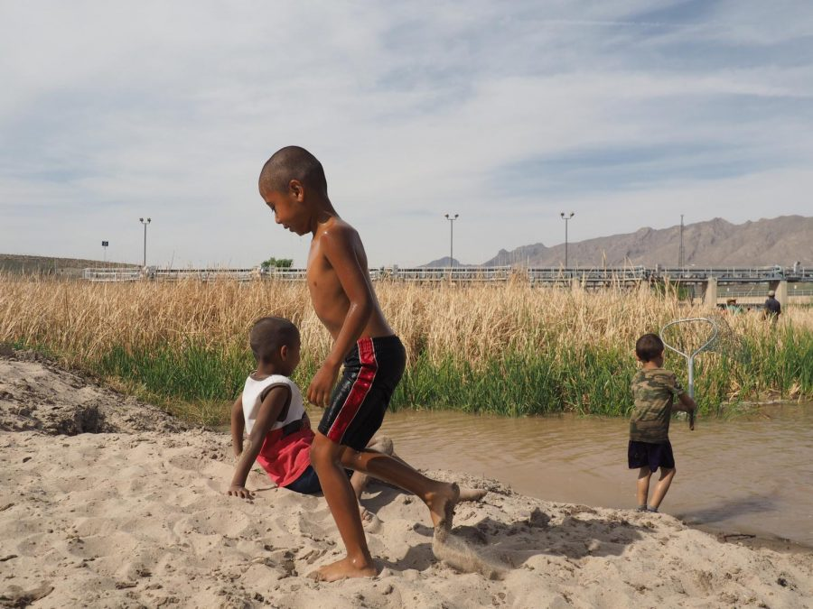 Portrait+of+children+walking+aside+the+Rio+Grande+River%2C+near+the+El+Paso+dam%2C+while+waiting+for+their+parents+to+finish+fishing.+Tuesday%2C+April+11%2C+2017