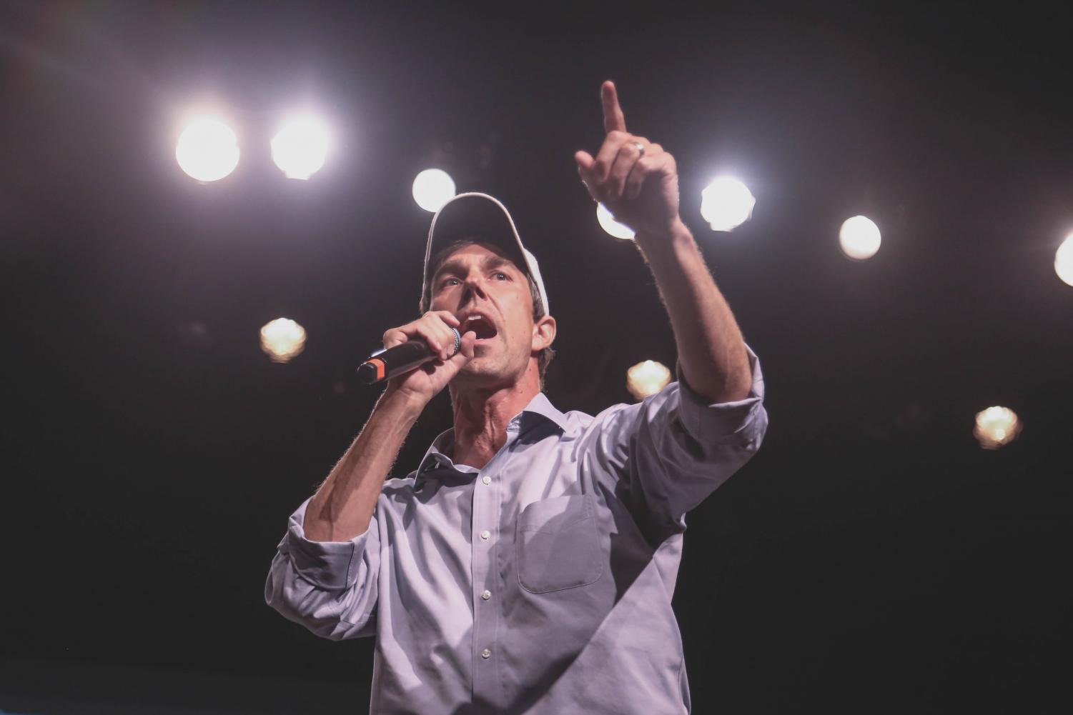 Beto+speaks+to+his+supporters+at+the+Magoffin+Auditorium+for+his+final+rally+before+election+day+on+Monday%2C+Nov.+5.+