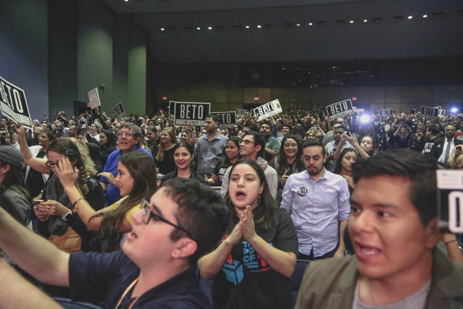 Congressman+Beto+O%27Rourke%27s+supporters+cheer+his+name+as+he+takes+the+stage+for+his+final+rally+before+Election+Day+on+Monday%2C+Nov.+5+at+the+Magoffin+Auditorium.+