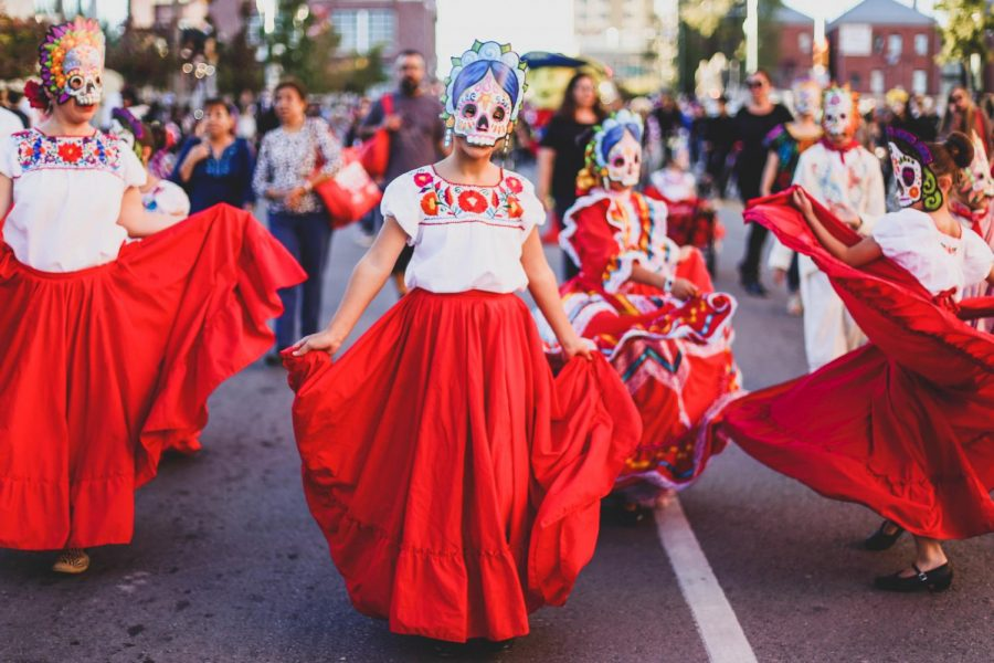 Different+dance+groups+from+El+Paso+participate+in+the+first+annual+Day+of+the+Dead+parade+on+Saturday%2C+Nov.+3+at+Down+Town+El+Paso.+