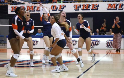 "UTEP Volleyball sends out seniors with a w on ""Senior Day"""