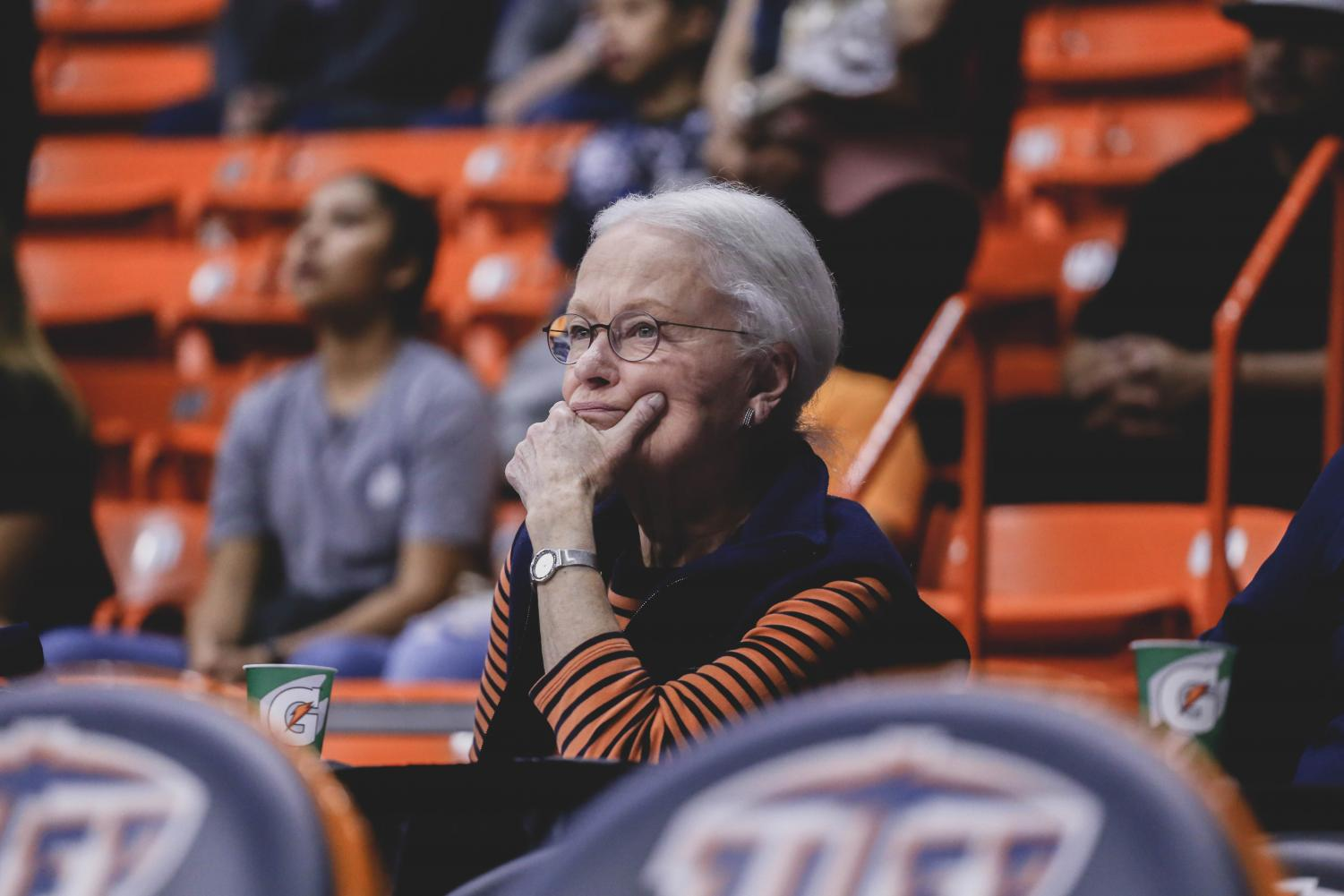 Dr.Diana Natalicio closely watches the Women's basketball game.