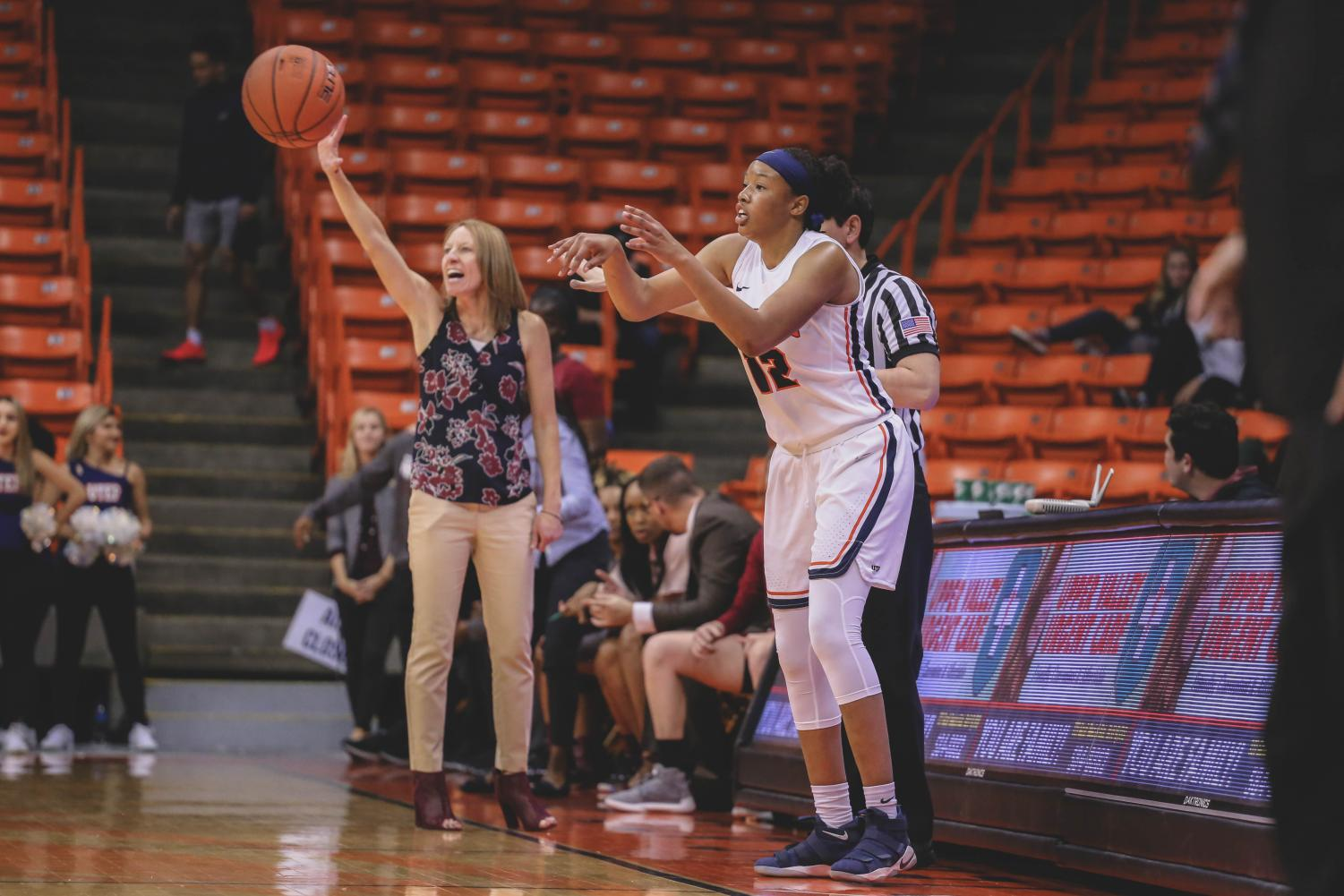 Junior+guard+Ariona+Gill+throws+the+ball+in+at+a+game+against+the+NMSU+Aggies+on+Saturday%2C+Nov.+17.+