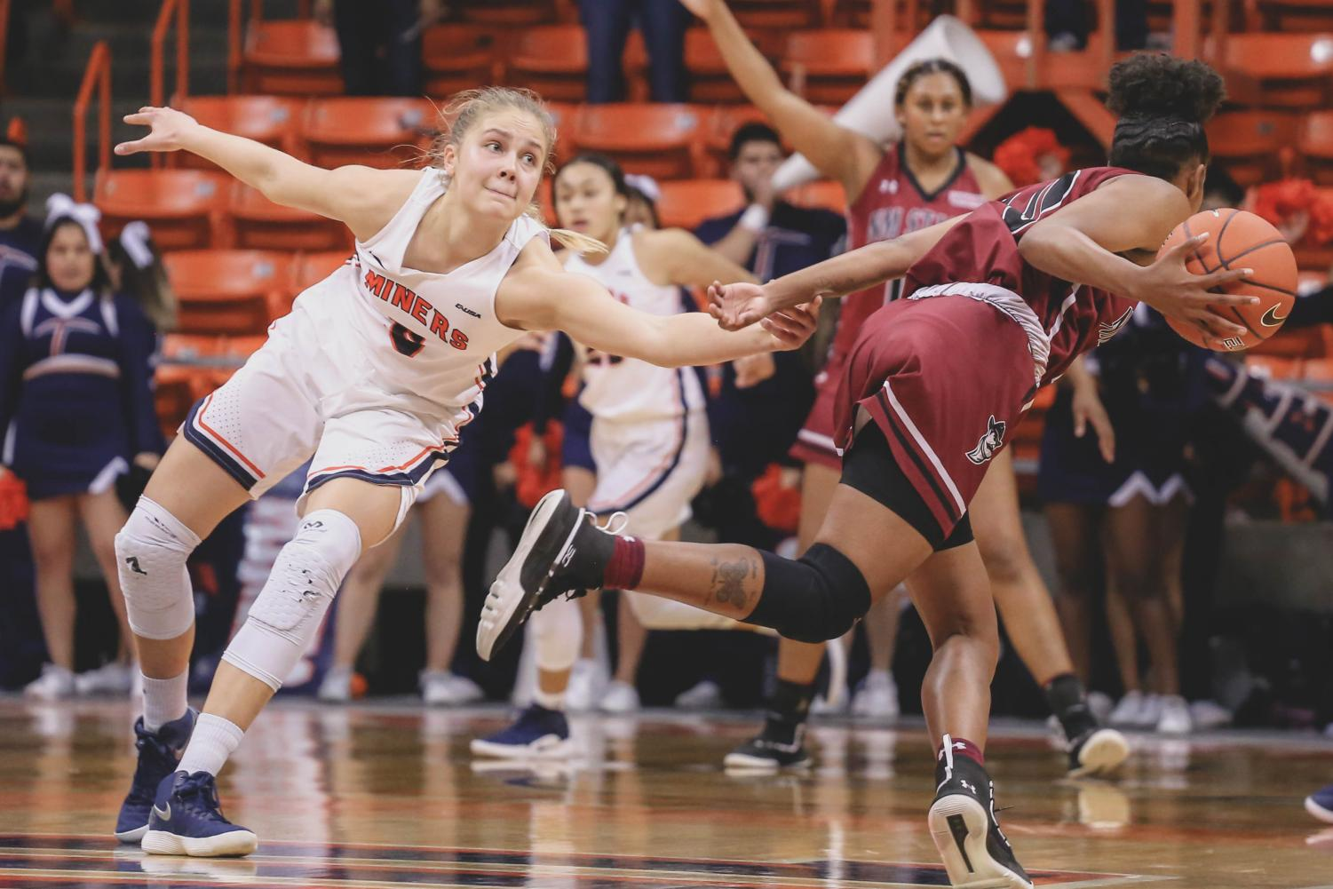 Junior forward Zuzanna Puc  attempts to NMSat a game against the NMSU Aggies on Saturday, Nov. 17. during the 4th quarter.