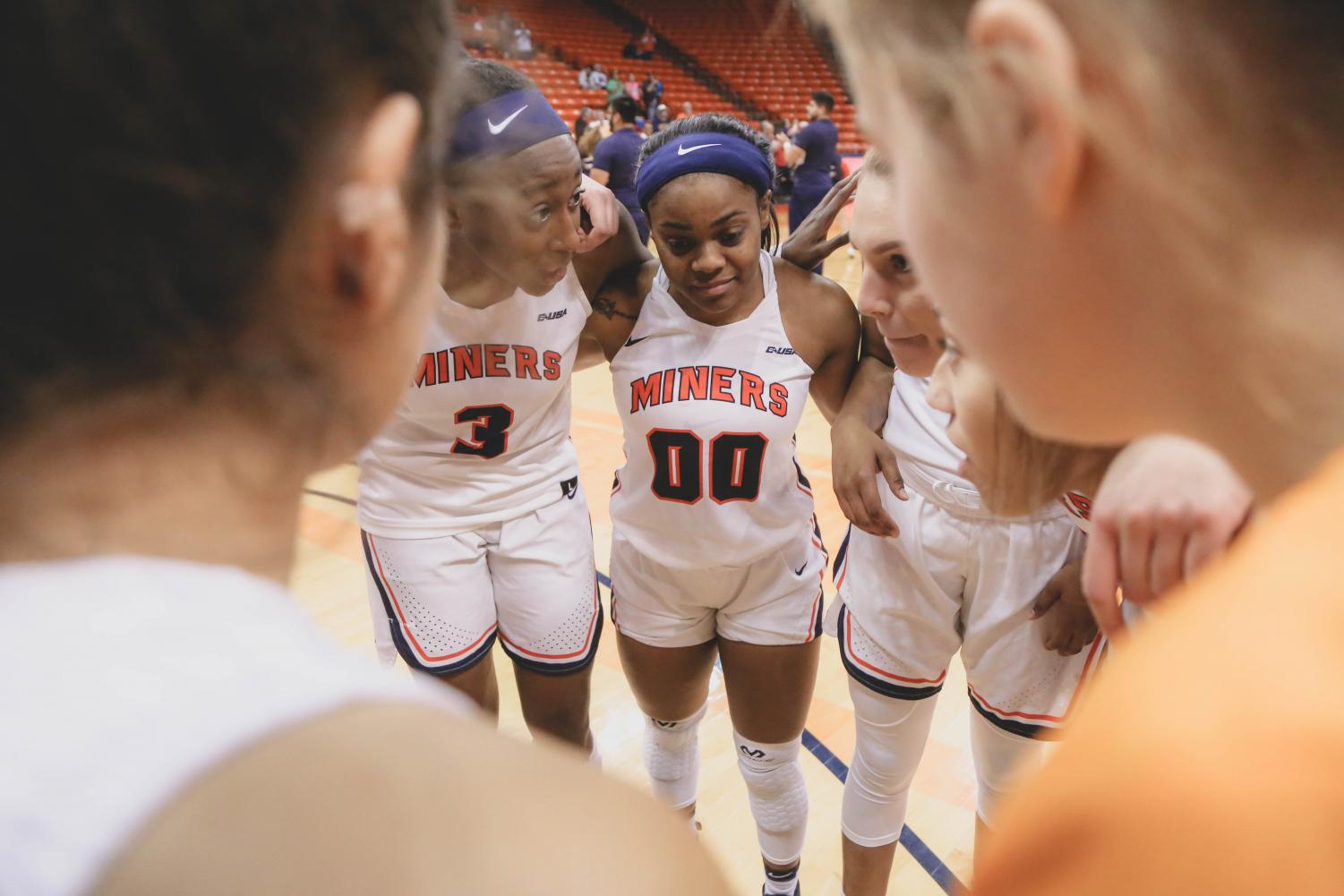 The+Lady+Miners+discuss+the+game+plan+pre-game+at+a+game+against+the+NMSU+Aggies+on+Saturday%2C+Nov.+17.+