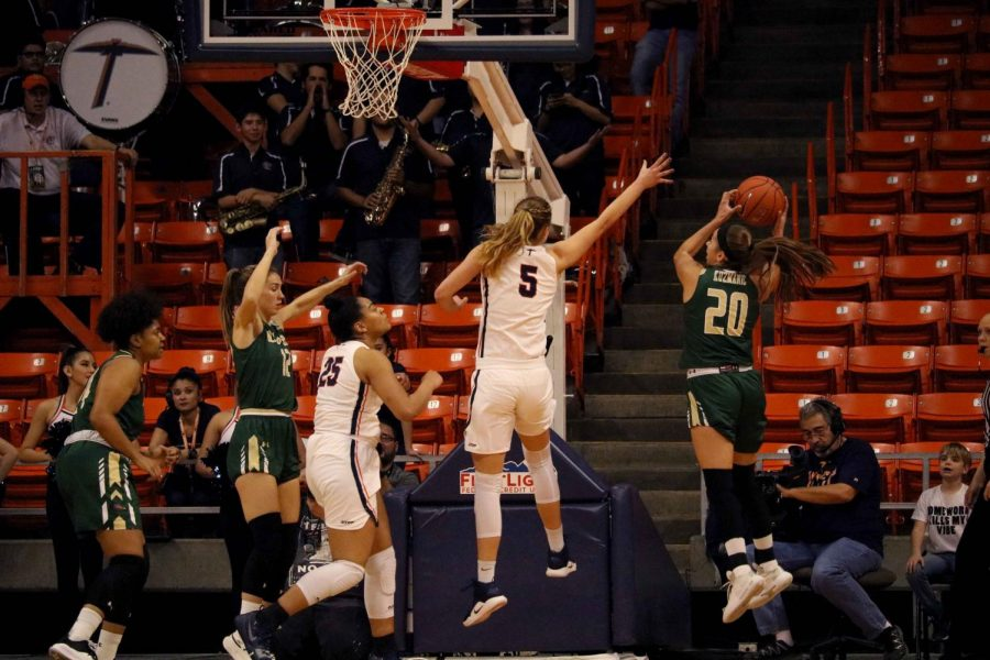Junior+forward+Zuzanna+Puc+jumps+attempts+to+block+the+UAB+player+number+20+look+her+up+at+the+Don+Haskins+Center.