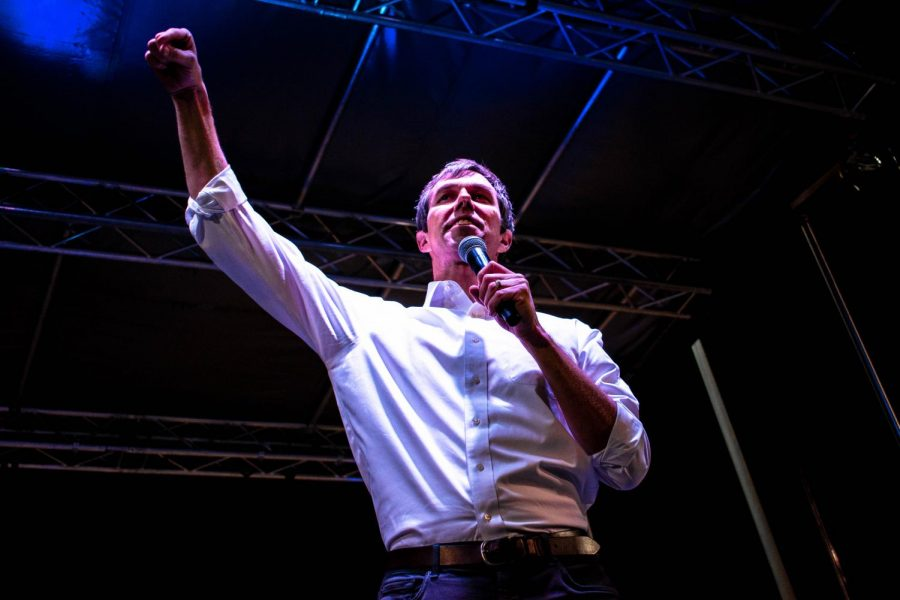 Beto+O%27Rourke+gives+a+powerful+speech+at+a+counter+rally+across+the+street+from+the+President%27s+rally