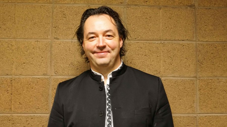 Orchestra welcomes interim conductor