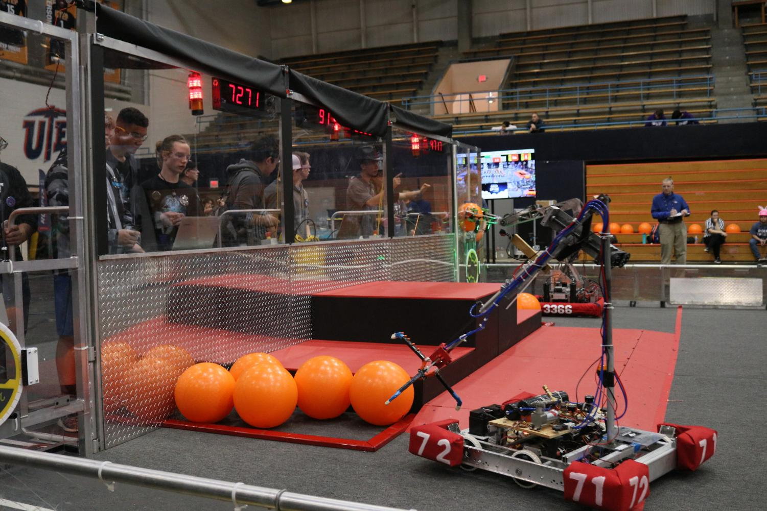 Robot+carries+a+ball+during+the+Robotic+Competition+in+Memorial+Gym+at+the+University+of+Texas+at+El+Paso%2C+Saturday%2C+March+2%2C+2019.