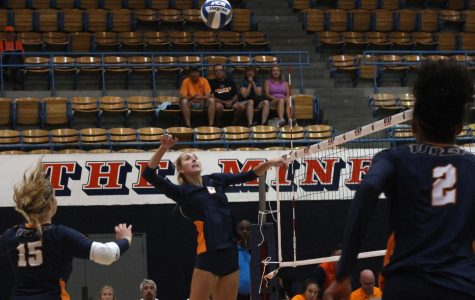 Miners volleyball goes 2-2 in Borderland Invitational