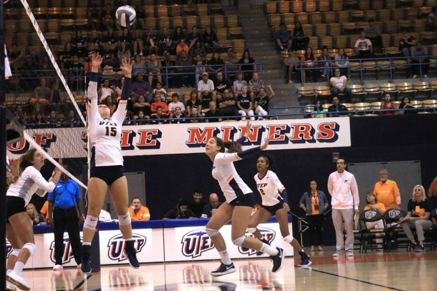 Setter+Kristen+Fritsche+at+UTEP%E2%80%99s+Volleyball+game.