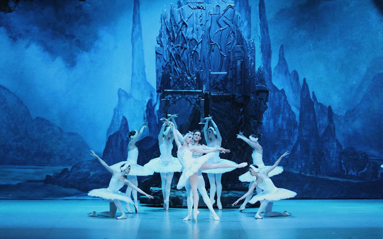 RBT's Prima Principals Olga Kifyak, Evgeny Svetlitsa and Corps de Ballet 12.