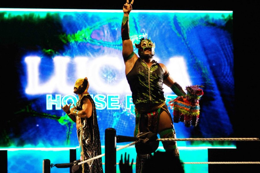 WWE+stars+Kalisto+and+Lince+Dorado+greet+the+crowd+at+the+WWE+Live+Event+in+Don+Haskins+Center%2C+Friday+Sept.+27%2C+2019.+