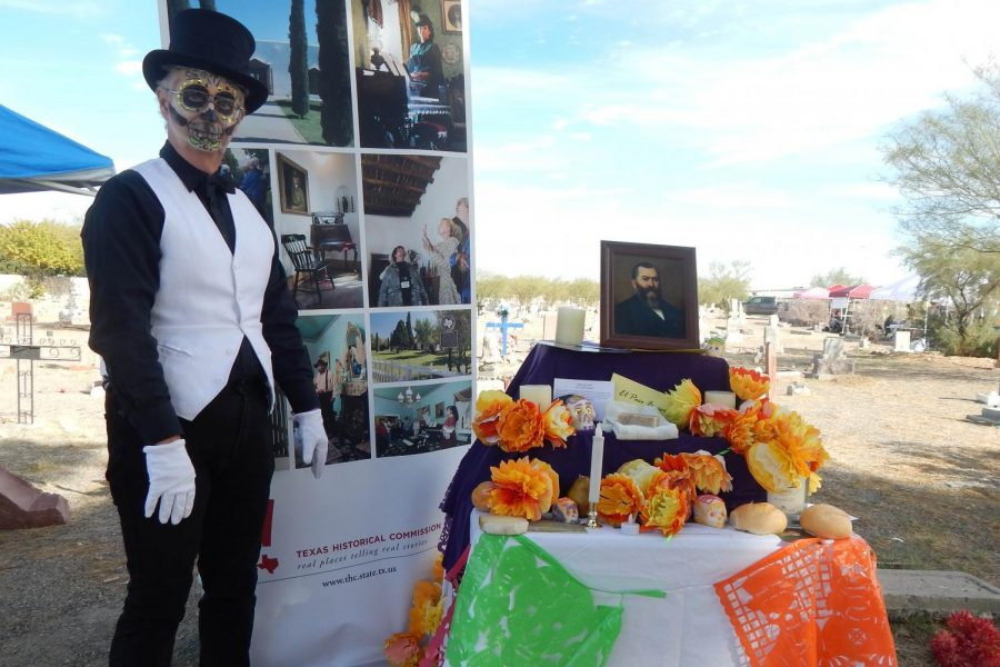 Locals+and+organizers+gathered+at+Concordia+to+observe+the+local+Hispanic+holiday+D%C3%ADa+de+Los+Muertos+in+honor+of+loved+ones%2C+historic+figures%2C+and+fundraising.+
