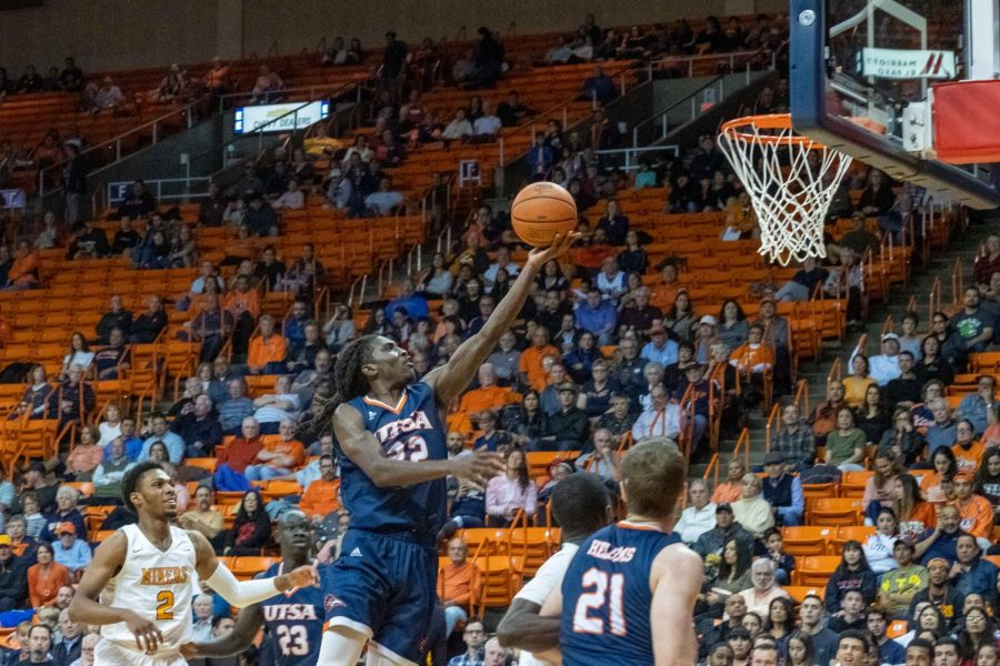 UTSA%27s++Keaton+Wallace++drives+to+the+basket+versus+the+UTEP+Miners+Jan.+15.