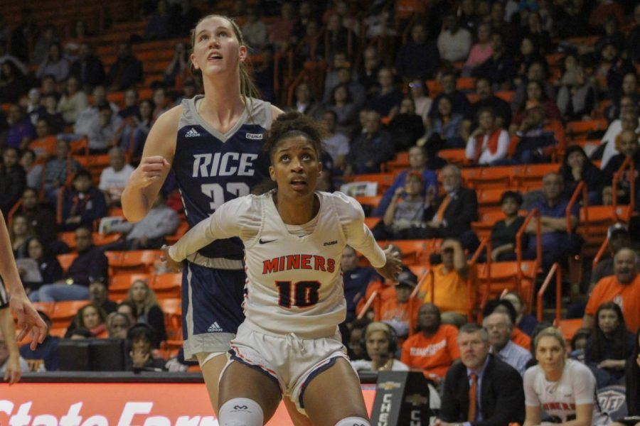 UTEP+senior+forward+Jade+Rochelle+boxes+out+Rice+junior+center+Nancy+Mulkey+Jan.+24+at+the+Don+Haskins+Center.+