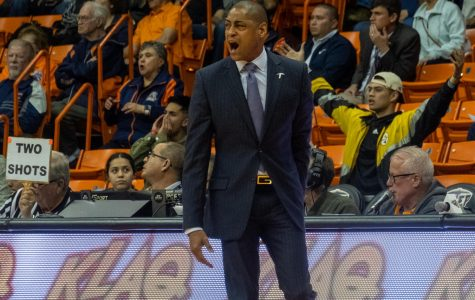 UTEP men's basketball head coach Rodney Terry provides instruction to his players during the game versus Rice at the Don Haskins Center.