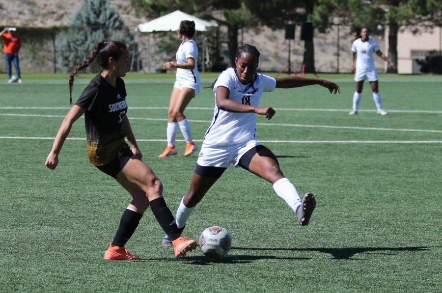 UTEP+senior+defender+Lauren+Crenshaw+fights+for+ball+with+Southern+Miss+player+Feb+10.
