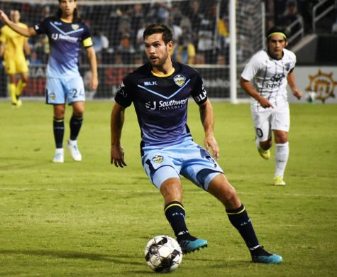 El Paso Locomotive midfielder Dylan Mares plays against San Antionio at Southwest University Park. Saturday, Sept, 12, 2020.