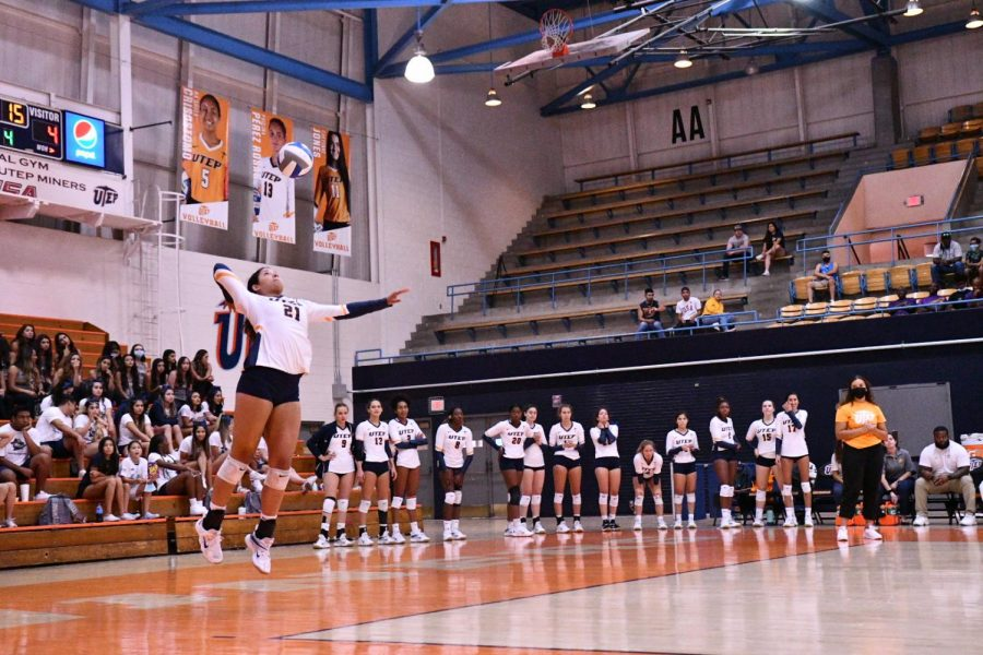 Freshman+setter+Ryley+Frye+serves+the+ball+at+Memorial+Gym+during+a+match.+%0APhoto+credit%3A+Ace+Acosta